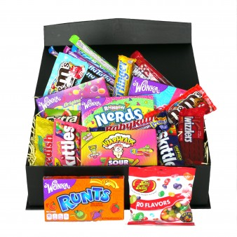 A colourful and tempting image of our large American Candy hamper - bursting with the best in American candy and sweets. Nerds, butterfingers, warheads, Jelly Belly, Runts to name but a few