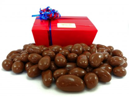 Gift box containing 1 kilo of milk chocolate brazil nuts